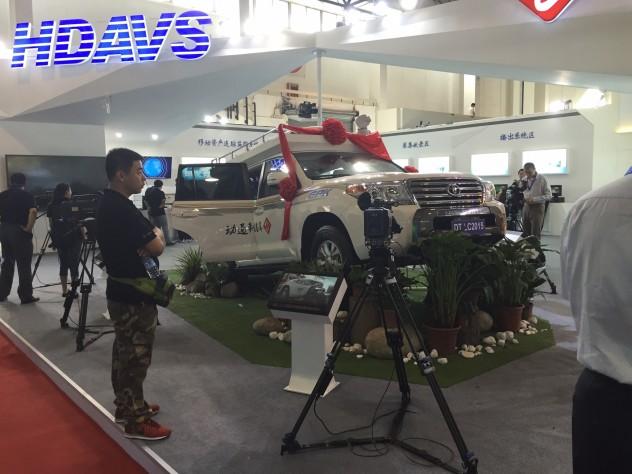 TV局様向け小型車ベースの放送中継車製作も行っています。